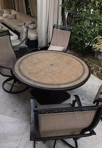 round black and brown wooden table Los Angeles, 91403