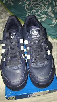 blue-and-white Adidas Superstar's with box 29 km