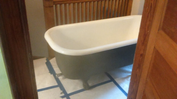 Cast iron bathtub in good shape!