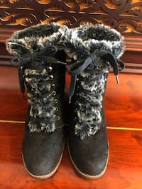 Pair of black-and-gray fur boots Montréal, H8N 1W3