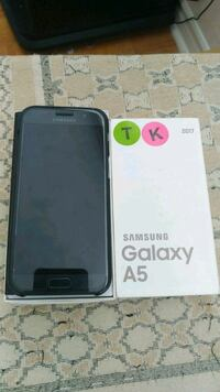 Samsung A5 unlocked 2017 model like new Mississauga, L5C 2E7