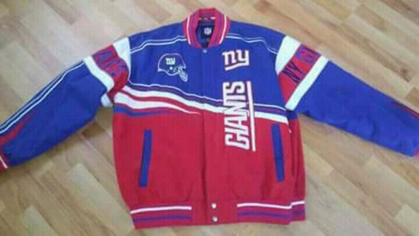 big sale 00822 28ca3 blue, red, and white New York Giants jersey shirt