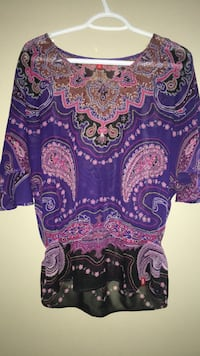 purple and white floral scoop-neck shirt Calgary, T3K 0J8