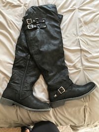 pair of black leather knee-high boots Burlington, 53105