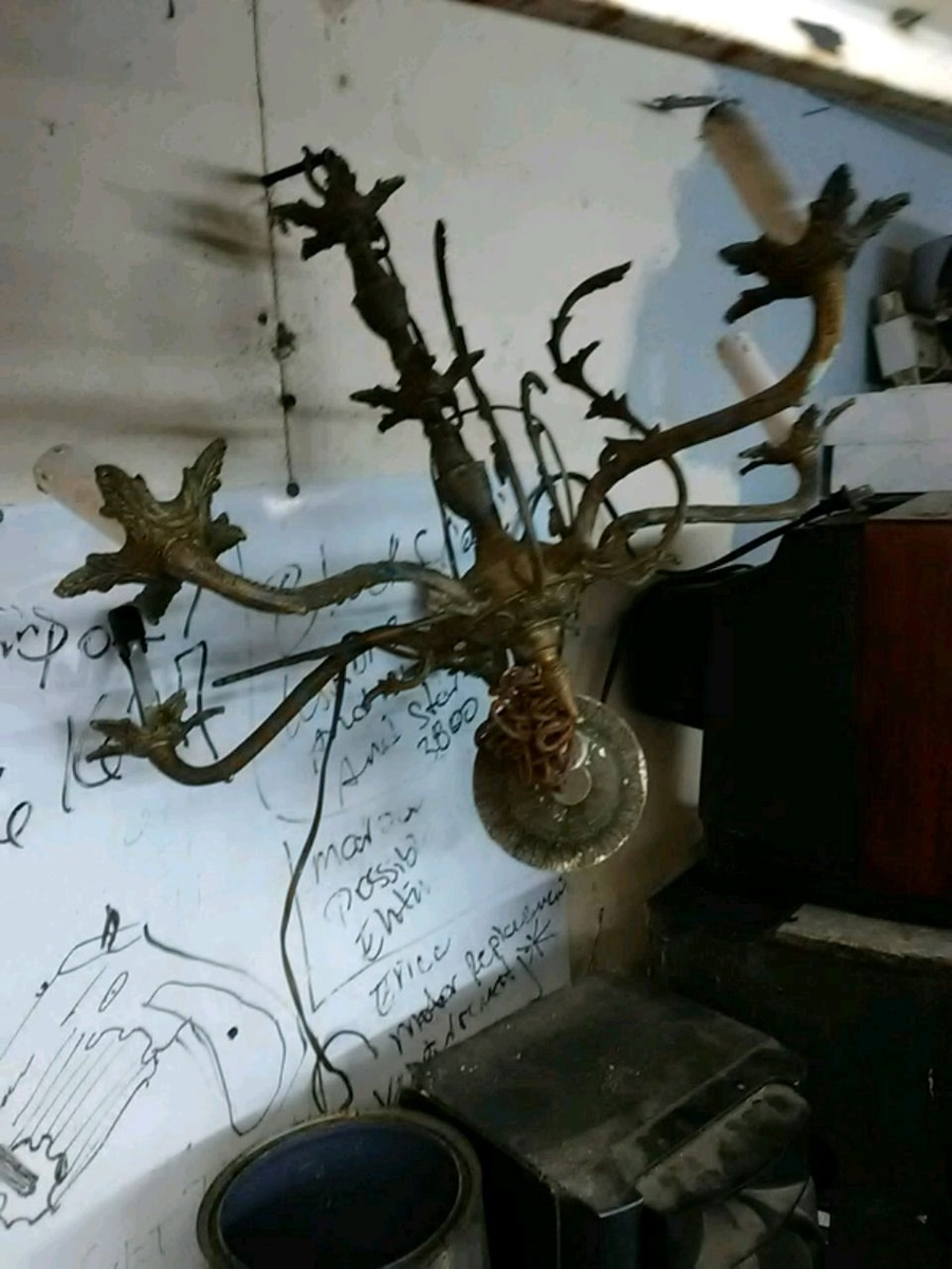 Photo Vintage Chandelier 5 light and brass