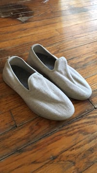 Pair of gray slip-on shoes 689 mi