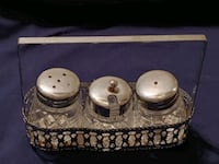 Sold as is / antique salt and pepper shaker holder Winchester, 22601
