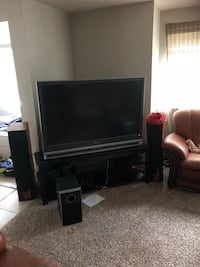 55 inch flat screen DLP tv stand and surround sound Des Moines, 98198