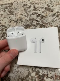 AirPods 2 with Wireless Charging Case - 2 months old, good condition