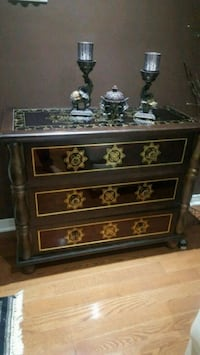 Beautiful gold leaf design 3 drawer chest Newmarket, L3X 2Z8
