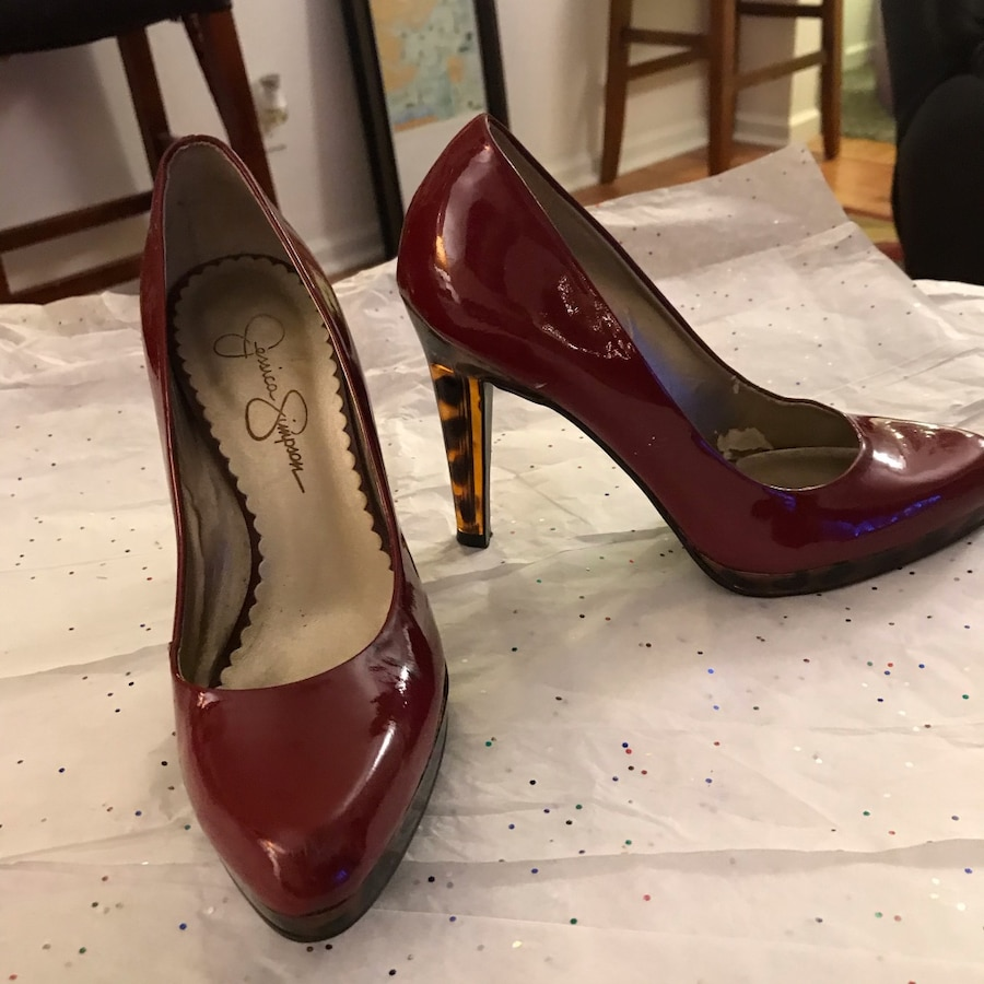 Photo Jessica Simpson heels size 6 color is red/burgundy