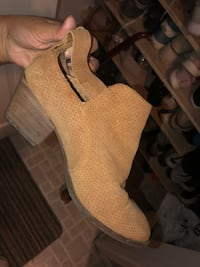 Town shoes ankle booties 7.5