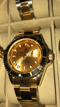 round gold-colored Rolex analog watch with link bracelet 551 km
