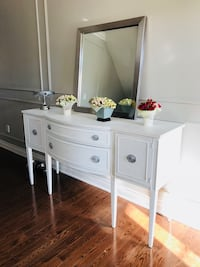 Stunning Painted Credenza & Mirror Vaughan, L4J 9J1