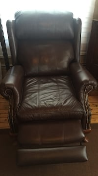 brown leather recliner Laval, H7E 4P2