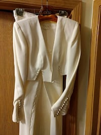 white buttoned suit jacket and dress pants Carpentersville, 60110