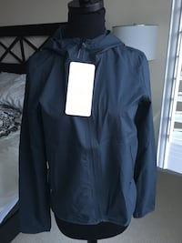 Lululemon like the wind shell jacket 6 brand new with tag
