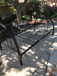 Black metal twin bed frame. Great condition. Simi Valley, 93065