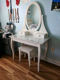 white wooden vanity table with mirror Ridgefield Park, 07660