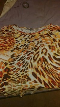 Off shoulder leopard top size 2xl Lisle