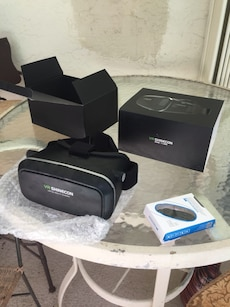 VR Headset (for use with smartphone)