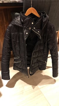 ONLY black zip-up bubble jacket
