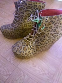 CHEETAH BOOTS SIZE 7