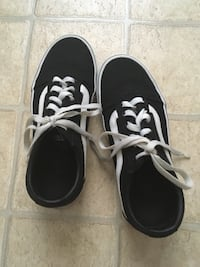 Pair of black vans low-top sneakers Shawnee, 66216