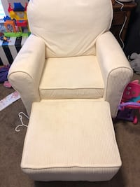 White fabric padded sofa chair Summerville, 29483