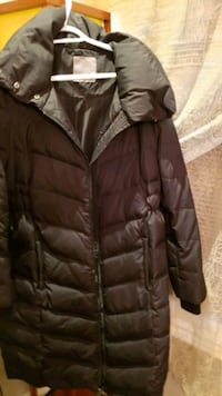 Thymes Maternity Winter Jacket (Medium)
