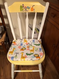 Child's room chair Lincoln University, 19352