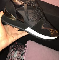 Louis Vuitton shoes for sale  LONGUEUIL