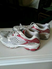 Saucony running shoes size 8 Kitchener, N2K 4J7