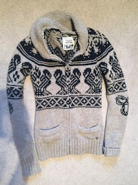 white and black tribal print sweater Guelph, N1E 0G4