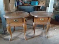 2 end tables dusty bit in good condition  Avondale, 19311