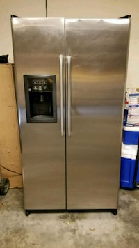 stainless steel side by side refrigerator with dis Maryville, 37803