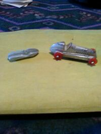 2 antique renwal plastic cars Hedgesville