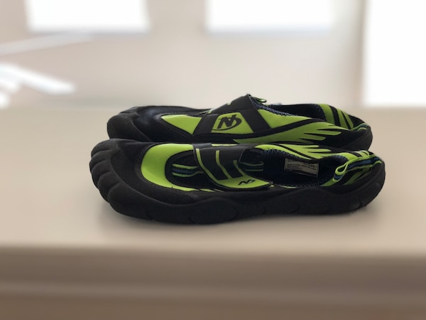 Black and green boys water shoes fb8acb91-52f0-438b-afbd-22fa232f5daf