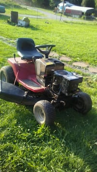 red and black ride-on lawn mower Hampton, 37658