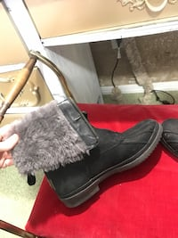 *BRAND NEW* ugg boots size 5