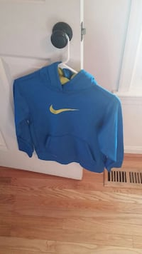 Nike boys pullover size M Herndon, 20171