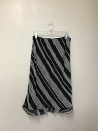 Women's DONNA RICCO 100% rayon fully lined black & white skirt… Size 12