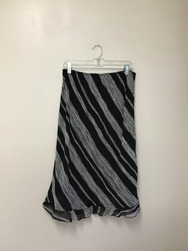 Women's DONNA RICCO 100% rayon fully lined black & white skirt…Size-12 e624ab2a-0d06-45ce-b26f-7c2051228d98