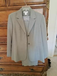 gray 2-button notch-lapel suit jacket