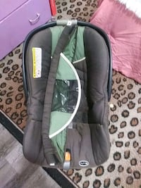 Baby car seat comes with base (has no straps) North Highlands, 95660