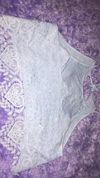 Crop top size small New Westminster, V3N 2T1