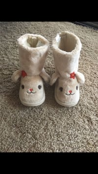Size 6 toddler bunny boots Lancaster, 93534