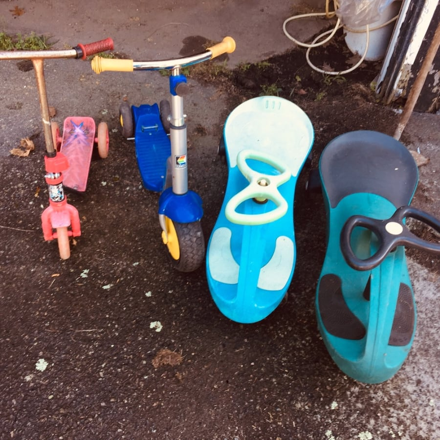 Outdoor or indoor scoot toys