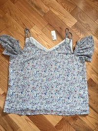 gray and white floral v-neck shirt Russell, K0A 1W0