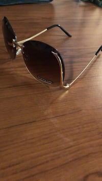 silver-colored framed aviator sunglasses Toronto, M4E 1R4